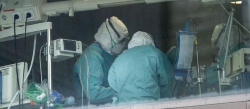 Médicos españoles siguen enfrentando los efectos devastadores que ha dejado el coronavirus.