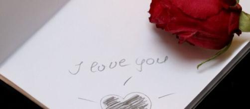 Oroscopo settimanale dal 21 al 27 settembre sull'amore: bene l'Acquario, Pesci lunatici