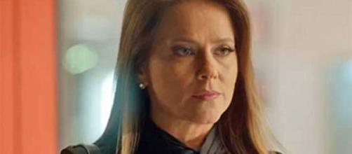 'Totalmente Demais': Lili obriga Cassandra a manter segredo sobre gravidez. (Reprodução/TV Globo)
