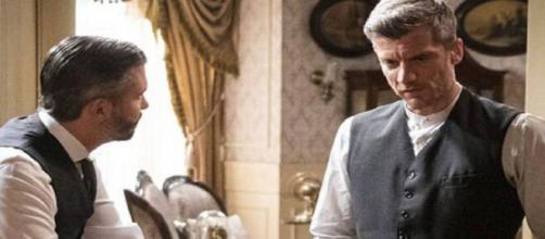 Una vita, trame Spagna: Mauro confessa a Felipe che Teresa è stata uccisa da dei banditi.