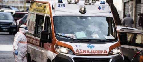 Bari, 71enne tenta di togliersi la vita con il gas della bombola: salvato dai carabinieri e da un amico.