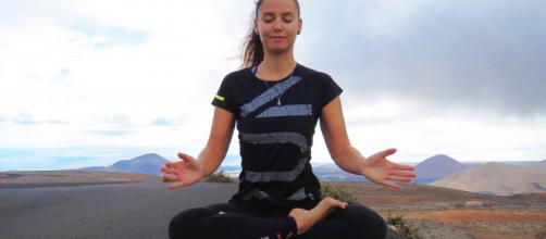 Hacer yoga durante 10 minutos puede cambiar tu día