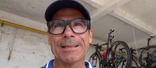 Il commissario tecnico della Nazionale di ciclismo Davide Cassani polemico contro chi lo critica per l'uso di una e-bike.