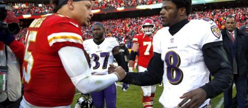 Patrick Mahomes e Lamar Jackson estão entre os melhores quarterbacks da NFL na temporada 2020. (Arquivo Blasting News)