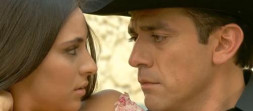 Ana Brenda e Jorge Salinas em 'A Que Não Podia Amar'. (Reprodução/Televisa)