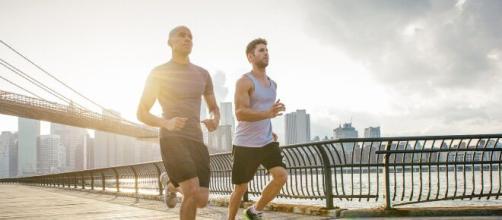 La miocarditis puede presentarse, principalmente, en atletas que superan el coronavirus.