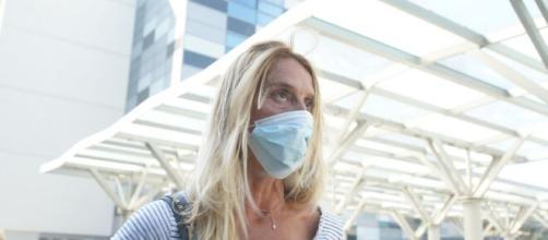 Batterio killer a Verona, la mamma di Nina continua la sua protesta ad oltranza davanti all'ospedale di Borgo di Trento.