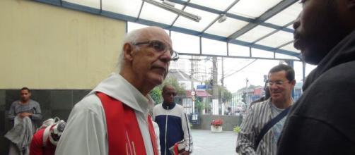 "Padre Júlio Lancelotti declara: ""eleger Bolsonaro foi um erro"". (Arquivo Blasting News)"