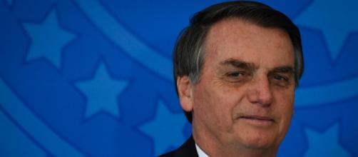 Presidente Bolsonaro fixa auxílio emergencial em R$ 300. (Blasting News)