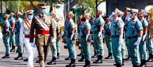Felipe VI pasa revista a las fuerzas de La Legión en la celebración de su centenario, una celebración marcada por la crisis epidémica