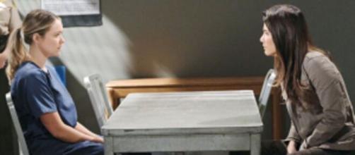 Beautiful, anticipazioni Usa: Steffy fa visita a Flo in carcere e le sputa addosso il suo risentimento.
