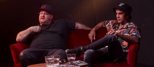 Jake La Furia assieme ad Emis Killa durante l'intervista per Esse Magazine.