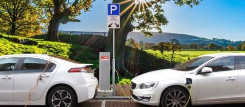 La start-up Beev conseille les usagers pour choisir le bon véhicule électrique et le bon rechargement, source : image d'illustratio - Pixabay