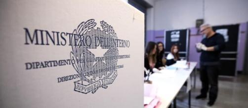 Milano, fotografa il suo 'Sì' sulla scheda del Referendum: denunciato 35enne.