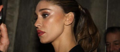 Belen Rodriguez ha dimenticato De Martino, la replica ad un utente: 'I miei occhi ridono'.
