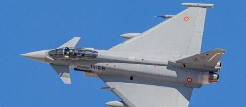 """Eurofighter del Ala-11 realiza una guiñada en el ejercicio """"Eagle-Eye 20-03""""."""