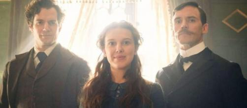 Henry Cavill, Milly Bobby Brown e Sam Caiflin, os irmãos Holmes do filme da Netflix 'Enola Holmes'. (Arquivo Blasting News)