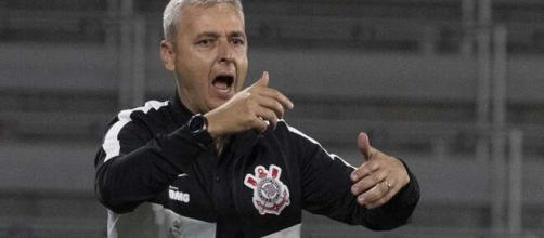 Campeão da Copa do Brasil pelo Athletico, Tiago Nunes não foi bem no Corinthians. (Arquivo Blasting News)