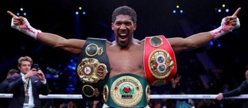 Anthony Joshua, campione mondiale WBA, WBO, IBF e IBO dei pesi massimi.