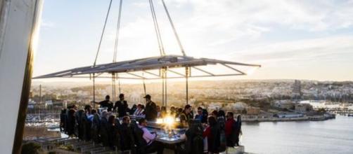 Cena sospesa a 50 metri di altezza tra cielo, mare e terra in Abruzzo