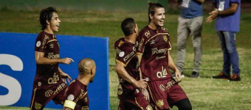 Maidana fez de pênalti para os pernambucanos, foi o quarto gol dele no Brasileirão. (Arquivo Blasting News)