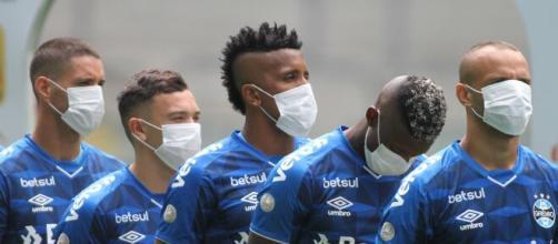 Antes da pandemia paralisar o futebol, o Grêmio fez um protesto pedindo a pausa das atividades. (Arquivo Blasting News)