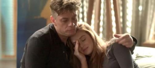 O empresário irá perceber que ela ainda ama Jonatas em 'Totalmente Demais'. (Reprodução/ TV Globo)