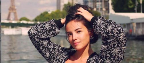 Agathe Auproux : la chroniqueuse de TPMP partage une photo chemise déboutonnée. Credit:Agatheauproux/Instagram