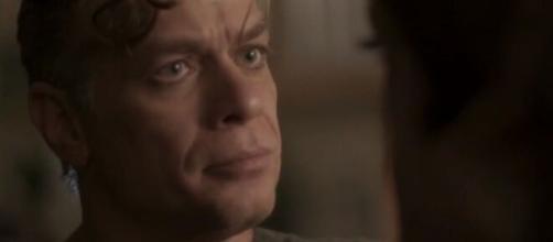 Arthur ajudará a ex-namorada em um momento difícil em 'Totalmente Demais'. (Reprodução/TV Globo)