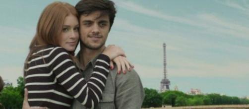 """Eliza e Jonatas juntos em Paris em """"Totalmente Demais"""". (Reprodução/TV Globo)"""