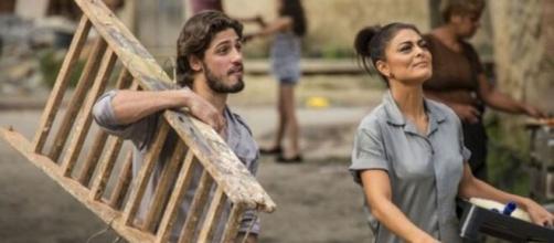 """Carol e Rafael cumprindo pena em """"Totalmente Demais"""". (Reprodução/TV Globo)"""