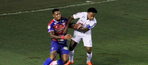 O capitão santista, Marinho, fez o cruzamento para o gol de Madson. (Arquivo Blasting News)