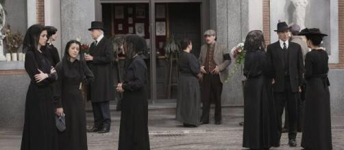 Una Vita, anticipazioni spagnole: Marcos apprende che Felicia è deceduta per avvelenamento.