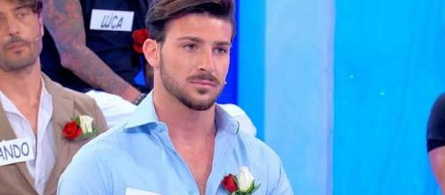 Uomini e Donne, segnalazione su Nicola Vivarelli: 'In hotel con una non del programma'.