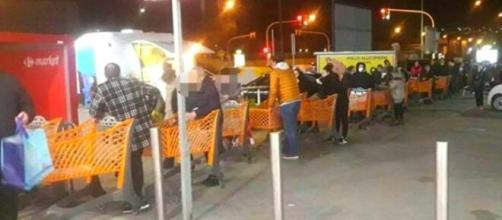 Napoli, nuovo assalto ai supermercati: torna la paura del lockdown