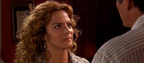Renata está decidida a acabar com seu casamento. (Televisa)