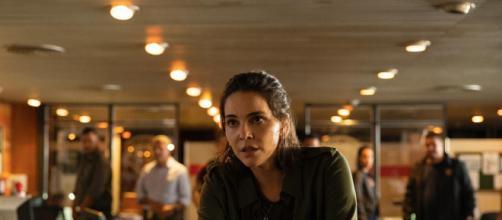 Tainá Muller é a protagonista de 'Bom dia, Verônica' da Netflix. (Reprodução/Netflix)