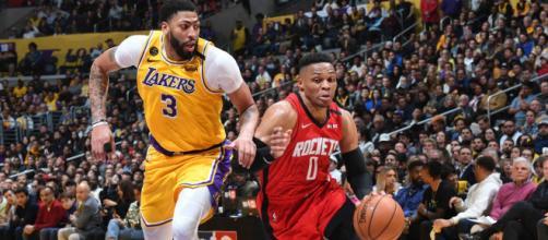 Los Angeles Lakers e Houston Rockets é a grande novidade dessa sexta-feira (04). (Arquivo Blasting News)