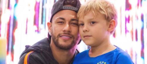 Neymar posta foto com filho para tranquilizar fãs. (Arquivo Blasting News)