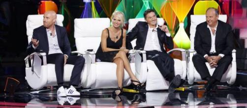 Programmi tv, da settembre tornano in onda molti programmi amati come Tu Si Que Vales, il Gf Vip e Ballando con le Stelle.