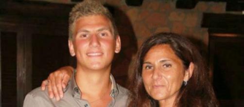 Da sinistra Marco Vannini e la mamma Marina Conte.