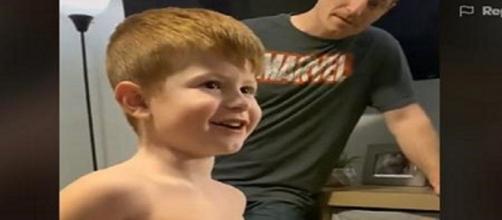 Micah, garotinho autista de 5 anos, fala pela primeira vez. (Reprodução/Redes Sociais)
