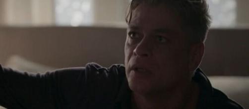 """Arthur ficará chocado com traição em """"Totalmente Demais"""". (Reprodução/TV Globo)"""