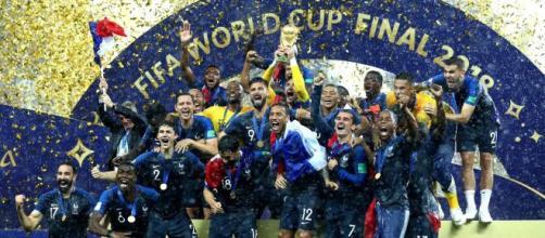 Atual campeã mundial, a França tem a maioria de seus jogadores descendentes de outros países. (Arquivo Blasting News)