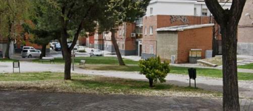 Agreden y roban a dos adolescentes en una plaza de Vicálvaro
