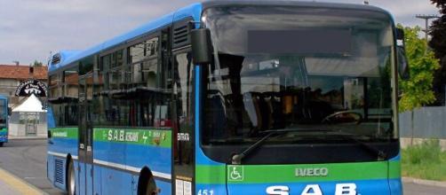 Bergamo, la proposta della Lega: 'Migranti sul bus solo in certi orari'.