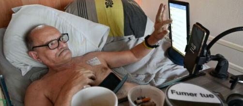 Francia, il 57enne Alain Cocq affetto da una malattia rara che vorrebbe trasmettere la sua agonia in diretta Facebook.