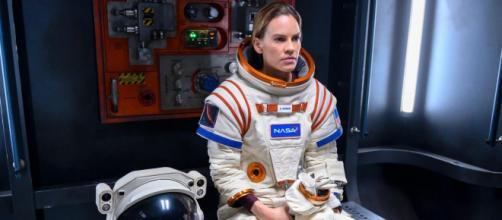 Hilary Swank vive uma astronauta na série da Netflix 'Away'. (Arquivo Blasting News)