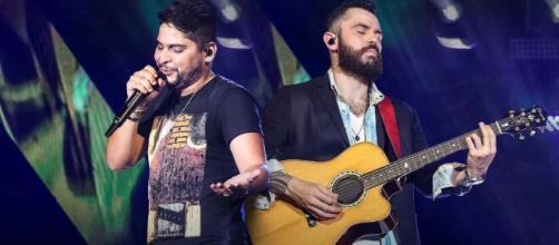 Jorge e Mateus fazem live. (Reprodução/YouTube)