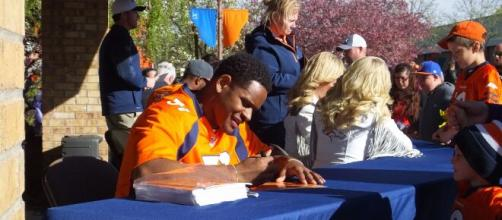 Todd Davis has been a starting linebacker for Denver the last four seasons. [Image Source: Flickr | Mountain Belle]
